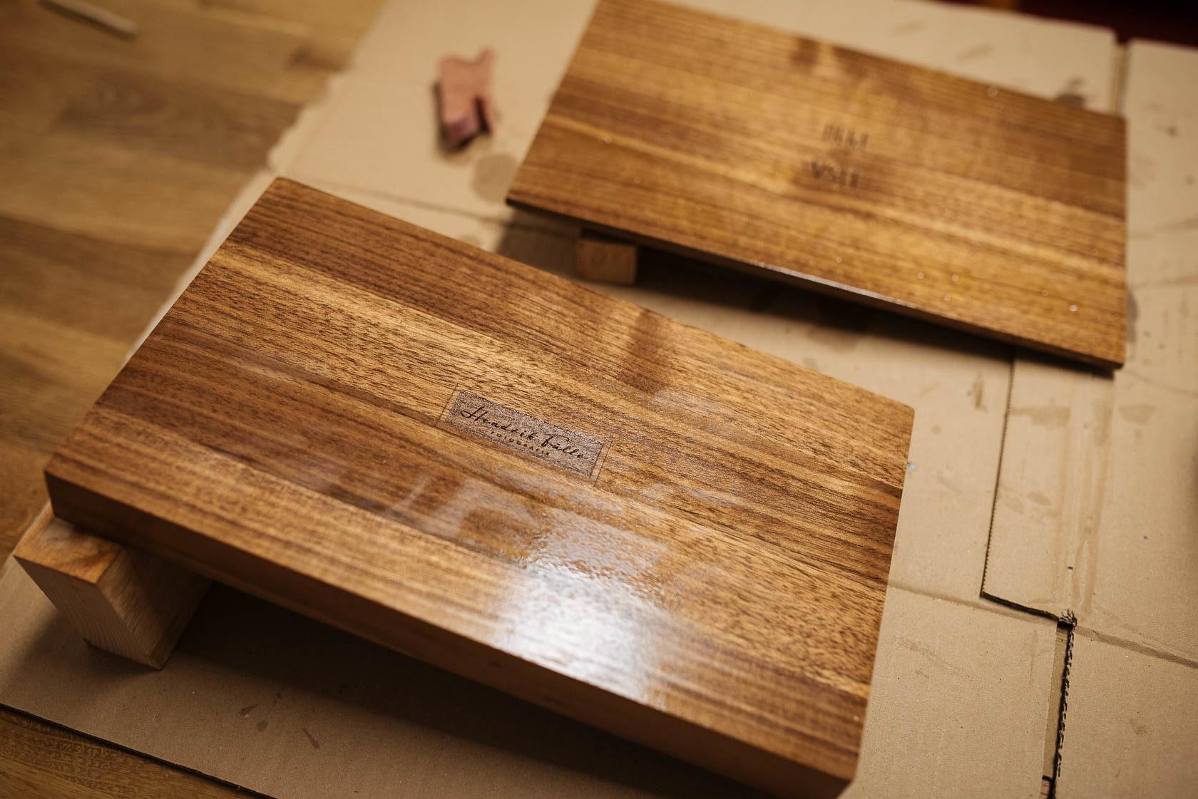 Holzbox zur Übergabe an das Brautpaar. Ein besonderes individuelles Geschenk